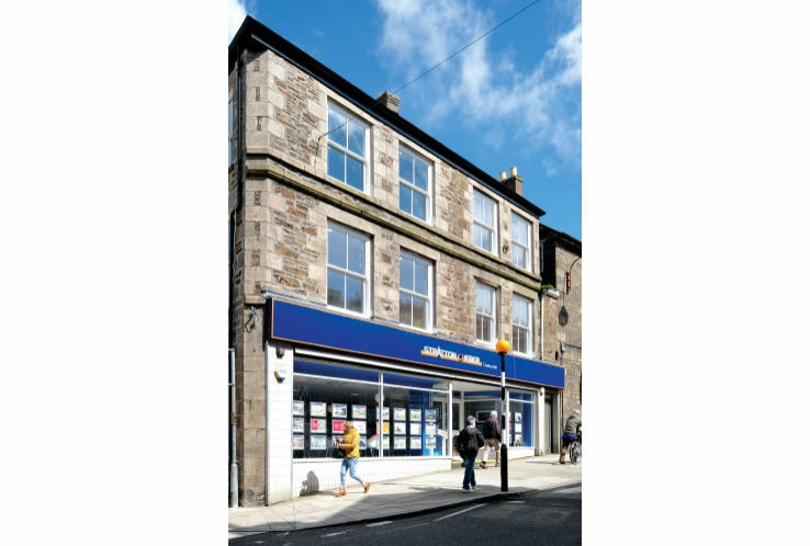 31 / 32 Fore Street<br>Redruth<br>Cornwall<br>TR15 2AE