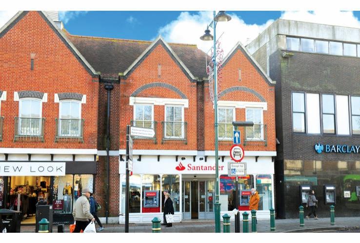 Santander Bank<br>61 High Street<br>Rayleigh<br>Essex<br>SS6 7EW