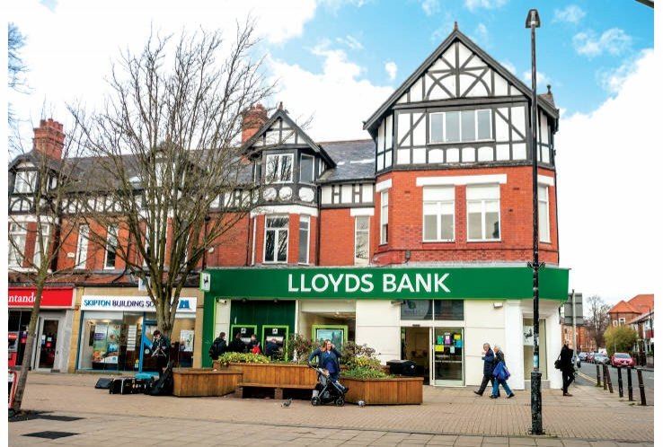 Lloyds Bank<br>School Road<br>Sale<br>Cheshire<br>M33 7XE
