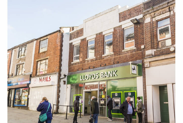 Lloyds Bank<br>58 Yorkshire Street<br>Rochdale<br>Greater Manchester<br>OL16 1JP