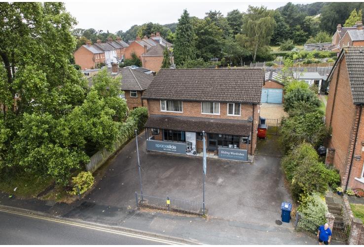 123 Farnborough Road, Farnham, Surrey, GU9 9AW